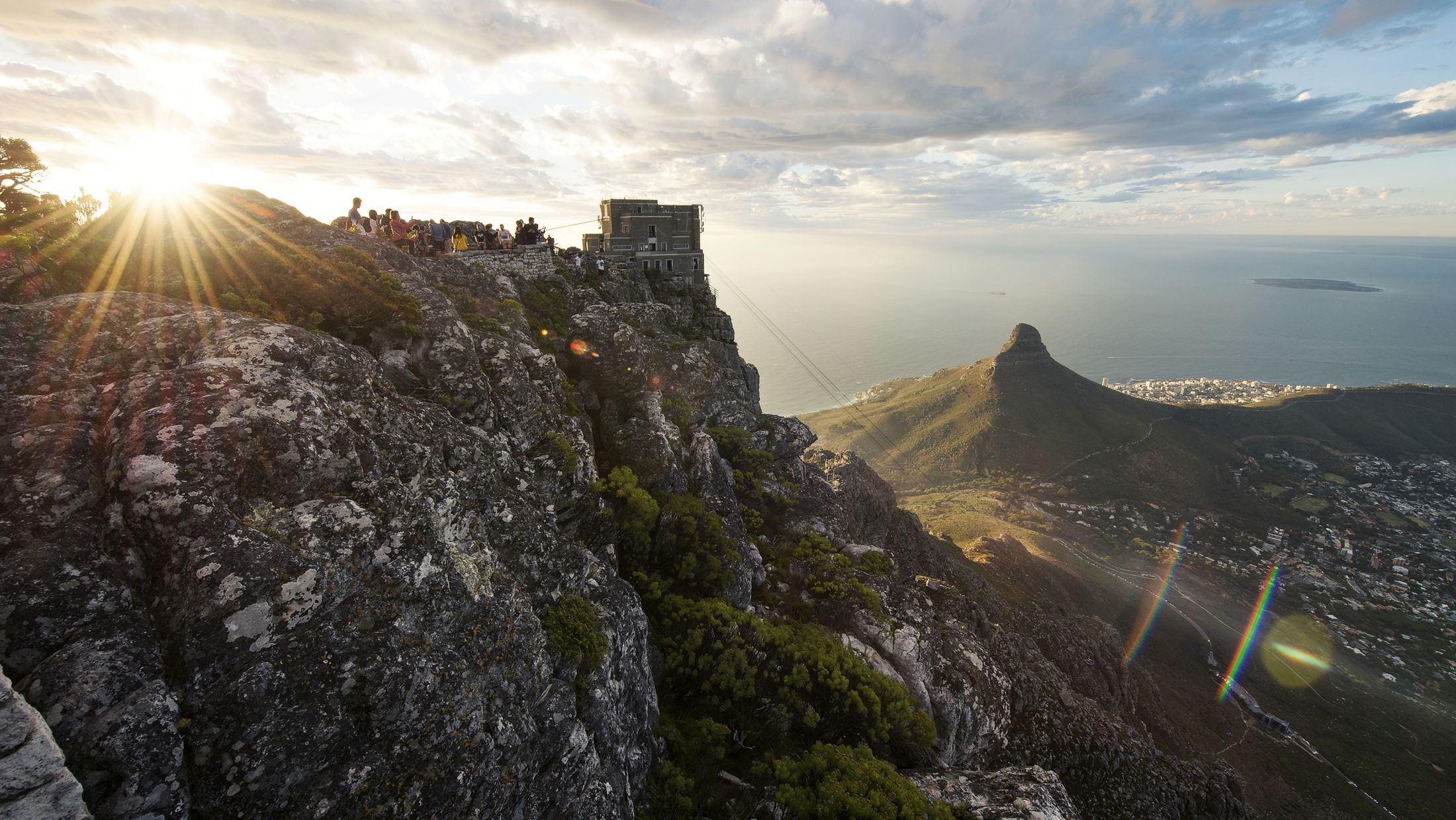 600027_view of Lions Head and Cape Town from Table Mountain-Hybris