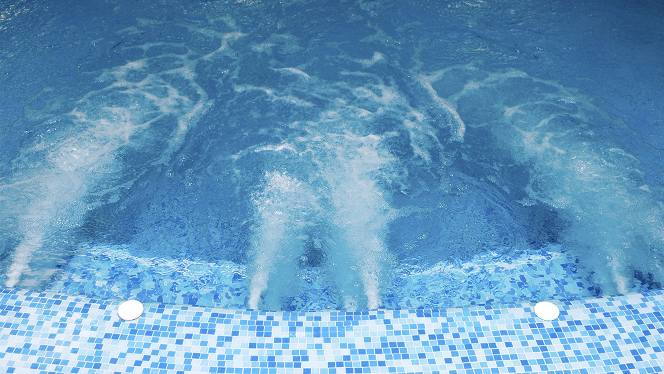 300063_swimming-pool_shutterstock_32082511_modified-Hybris