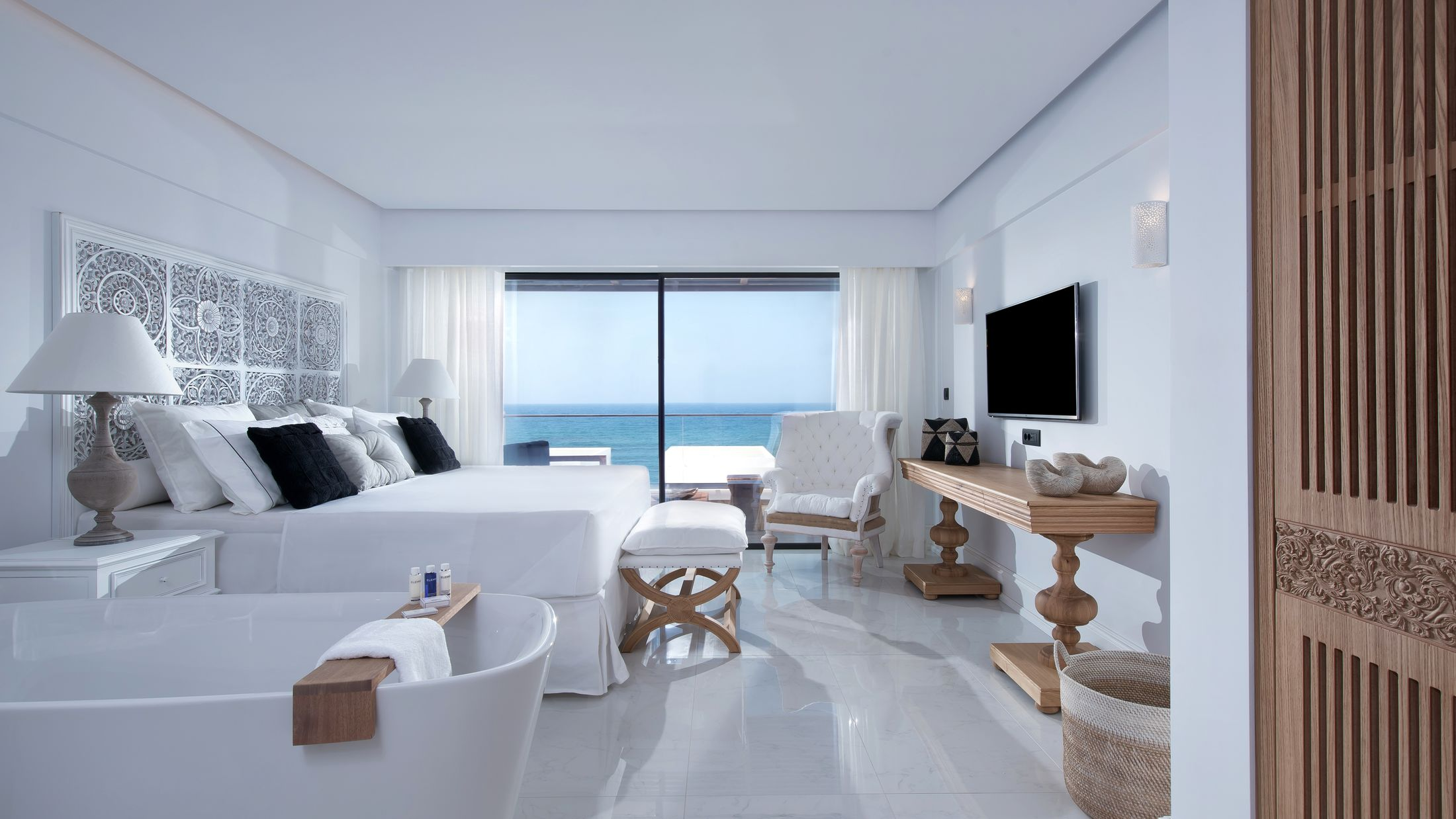 121253-Deep-Blu-Deluxe-Sea-View-Room-001-Hybris